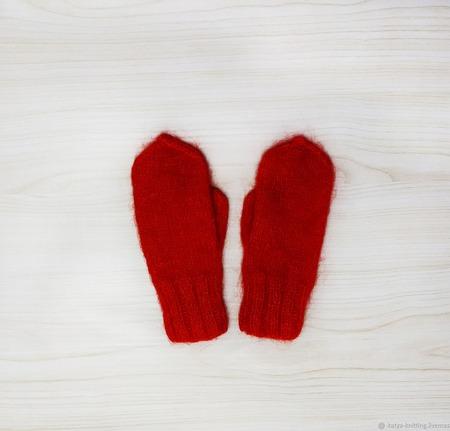 Варежки красные из ангоры ручной работы на заказ