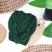 Вязаный свитер с листьями ручной вязки