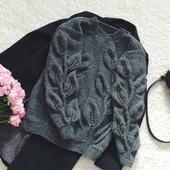 Вязаный свитер с листьями ручной работы