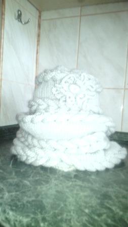 Обьемный комплект- снуд и шапочка ручной работы на заказ