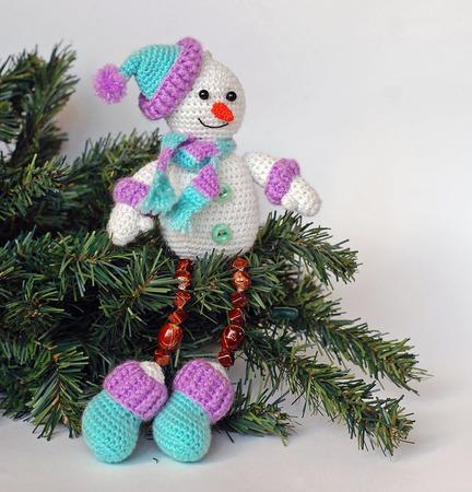 Мастер-класс по вязанию крючком. Новогодний сувенир Снеговичок ручной работы на заказ