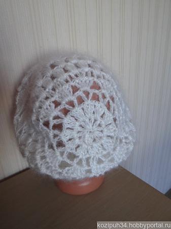 Пуховая шапка - берет - вязанная из козьего пуха ручной работы на заказ