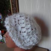 Пуховая шапка - берет - вязанная из козьего пуха