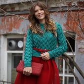 Модный вязаный свитер ручной вязки  в Москве