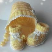 Комплект для новорожденного пинетки и чепчик