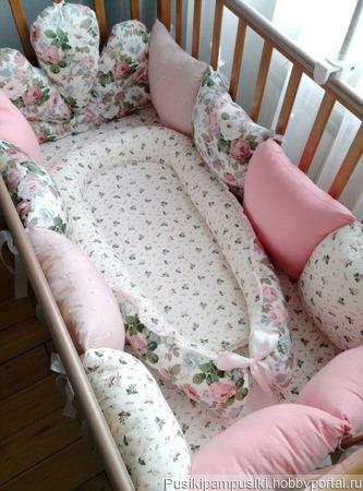 Комплект в кроватку для малышки ручной работы на заказ