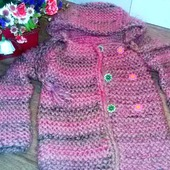 Вязаное пальтишко ЧАЙНАЯ РОЗА с капюшоном для девочки