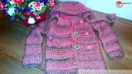 Вязаное пальтишко ЧАЙНАЯ РОЗА с капюшоном для девочки ручной работы на заказ