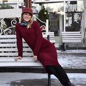 Вязаное платье ручной вязки