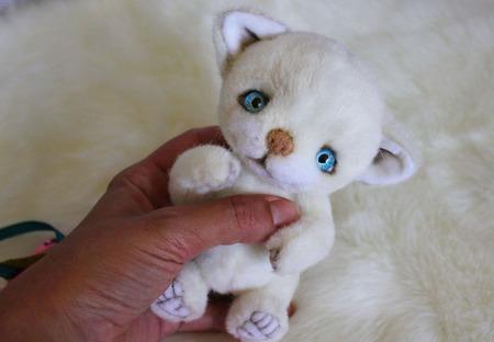 Белый котенок тедди ручной работы на заказ
