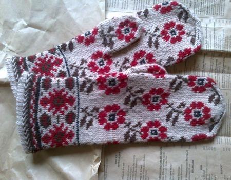 """Варежки женские """"Бордовые цветы"""" ручной работы на заказ"""