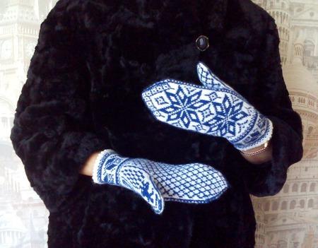 """Варежки вязаные жаккардовые """"Снежинки"""" ручной работы на заказ"""