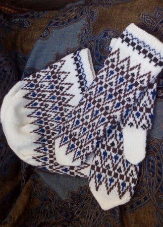 Варежки  и шапочка вязаные жаккардовые ручной работы на заказ