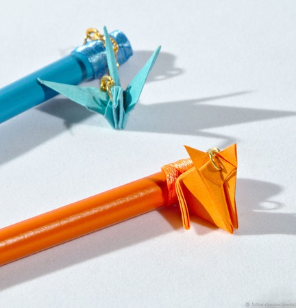 Карандаши с подвесками-оригами ручной работы на заказ