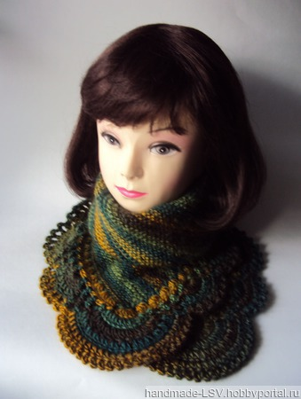 Манишка, шарф,снуд Зимняя находка (зеленый мультиколор) ручной работы на заказ