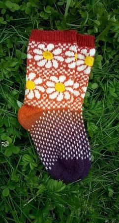 Носки с ромашками ручной работы на заказ