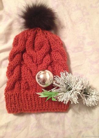Вязанная шапка с крупными косами ручной работы на заказ