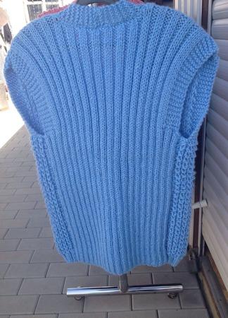 Вязанный жилет-безрукавка ручной работы на заказ