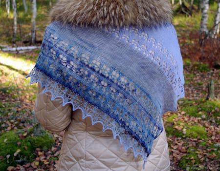 Ажурная шаль из тонкого итальянского мериноса ручного окрашивания ручной работы на заказ
