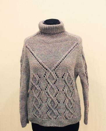 Теплый шерстяной свитер ручной работы на заказ