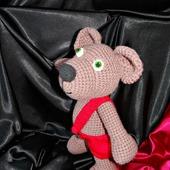 Мишка амигуруми. Вязанный крючком медведь в штанишках