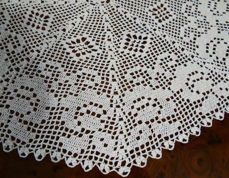 Декоративная салфетка Белые розы. Аксессуар для дома крючком ручной работы на заказ