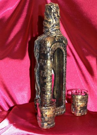 Декор (декупаж) бутылки Наложница. Обратный декупаж ручной работы на заказ