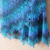 Шаль ручной работы, вязаная спицами, ажурная шаль Карусель