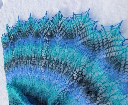 Шаль ручной работы, вязаная спицами, ажурная шаль Карусель ручной работы на заказ