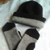 Комплект для мужчины шапка и варежки
