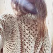 Вязаный свитер из толстой пряжи ручной работы