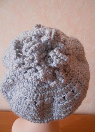 Берет женский зимний вязаный крючком  -  Хризонтемы ручной работы на заказ