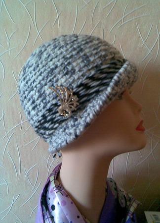 Шляпка женская вязаная крючком серо - белая. ручной работы на заказ