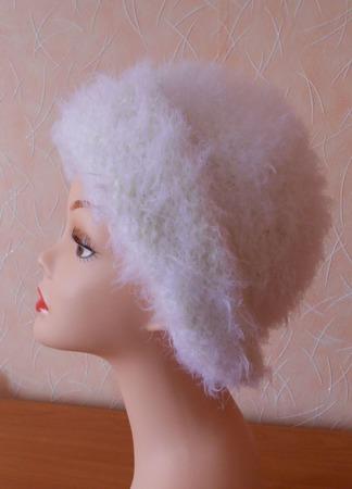 Шапочка женская вязаная Первый снег ручной работы на заказ