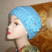 Вязаная женская  шапочка крючком  Кубаночка с цветком