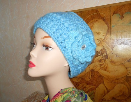 Вязаная женская  шапочка крючком  Кубаночка с цветком ручной работы на заказ