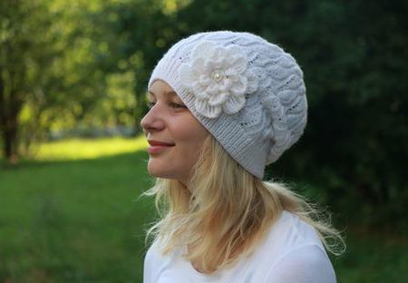 """Шапка вязаная """"Milky Way"""", шапочка с цветком, женская шапка, бини ручной работы на заказ"""