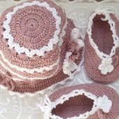 Детский комплект - шапочка и пинетки