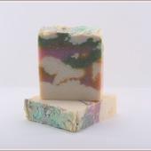 Натуральное мыло ручной работы с шелком и экстрактом белой кувшинки