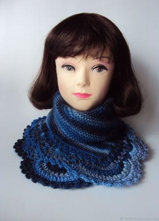 Манишка, шарф,снуд Зимняя находка (синий мультиколор) ручной работы на заказ
