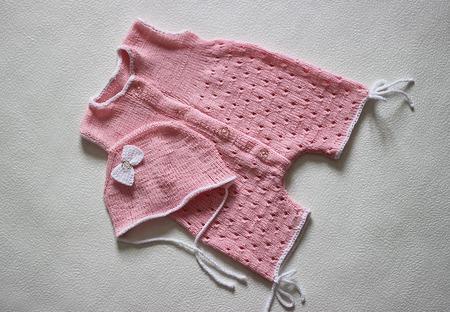 Чепчик и песочник для новорожденной малышки спицами. ручной работы на заказ