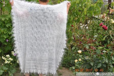 Пуховая ажурная шаль из белого пуха ручной работы на заказ