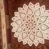 Белая декоративная салфеточка. Диаметр 25 см