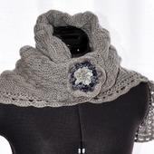 Теплый шарф-палантин с брошью.