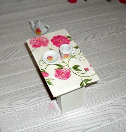 Кукольный журнальный столик 1/6 (размера Барби), декупаж ручной работы на заказ