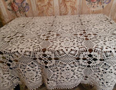 Вязаная ажурная скатерть ручной работы на заказ