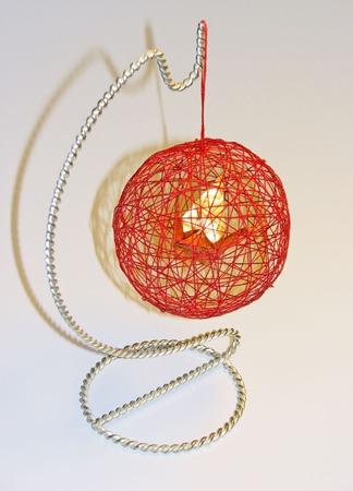 Декоративный шар из ниток с журавликом-оригами ручной работы на заказ