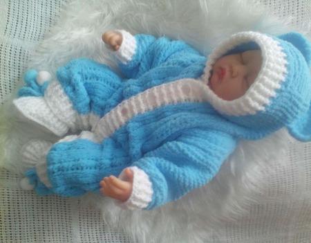 Вязаный комплект для новорожденного ручной работы на заказ
