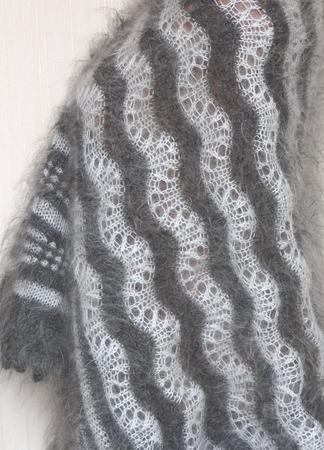 Палантин пуховый,ажурный,вязанный -волна ручной работы на заказ