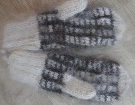 Пуховые варежки с орнаментом ручной работы на заказ